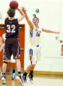 Nick Wandishin attempts to block a shot. (Rivet Photo)